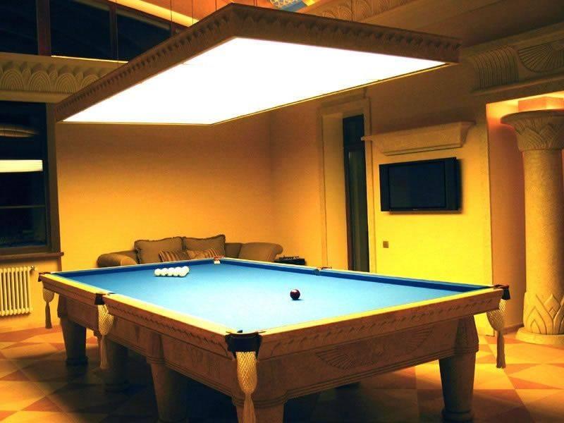 А можно повесить лампу дневного света над бильярдным столом?